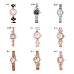 2017 relojes de pulsera piezas Barato relojes de pulsera de cuarzo relojes de diamantes de lujo 6 pedazos una porción del color de la mezcla, de la moda las mujeres forma redonda reloj del cuadrado del reloj GTWH3 reserva de marcha relojes de pulsera piezas oferta