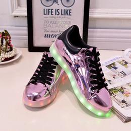 Éclairage de la rampe en Ligne-LED sept or et argent violet lumières briller chaussures nouvelles chaussures de loisirs chaussures de sport USB hommes et les femmes amants noctilucent boom