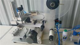 Máquina cepilladora en Línea-Máquina de etiquetado plano semiautomático con interruptor de pedal Labeler automático Placa de máquina superficie plana adhesivo