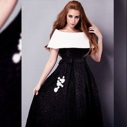 2016 Fashion White and Black Evening Dresses Off the Shoulder Short Sleeve Lace A Line Evening Gowns