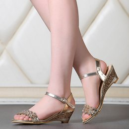 2016 Large size 33-43 middle wedge heel solid patent leather rhinestones open toes buckle strap lady office shoes women sandals 888
