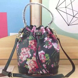 Wholesale Green Integration of classical and modern art and thought handbag bucket bag fashion bag