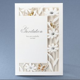 Wholesale Hot Sale White Laser Cut Wedding Invitations Cards Folded Party Cards Personlized Print with Beautiful White Hollow Gold Butterfly and Flora