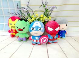 Los nuevos estilos de los niños juguetes de peluche Juego Super Heroes Spider-Man Iron Man Capitán América muñecas The Avengers 2 la figura de peluche embroma el regalo super heroes plush toys deals desde superhéroes juguetes de peluche proveedores