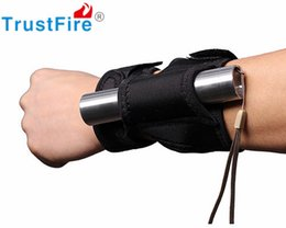 Wholesale 2016 New TrustFire DF Arm Flashlight Holster Arm Pouch Tactical Flashlight Hunting Outdoor Torch Holder Lighitng Accessories
