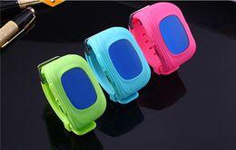 Acheter en ligne Enfants finder-Puce GPS Montre bracelet SOS Appel Location Finder Locator Tracker for Child Anti Perdu moniteur Smartwatch Q50 3pc avec et boîte de détail