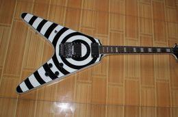 2017 voler v Haute qualité Custom 6 Cordes Zakk Wylde Blanc noir Guitare électrique Flying V Shape Livraison gratuite voler v sur la vente