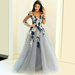 2016 Long Sleeve Evening Dresses with Lace Applique V Neck A Line Floor Length Tulle Prom Gowns