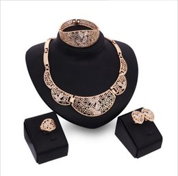 2017 new banquet upscale alloy necklace earrings bracelet Ring Four Piece Jewelry Set bridal party ladies suit Free Shipping