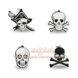 Livraison gratuite Pendentifs de collier de PVC de bande dessinée de crâne 100pcs pour des porte-clés Porte-clés, écouteurs de cadeaux de fête d'enfants de téléphone portable à partir de porte-clés ruban fabricateur