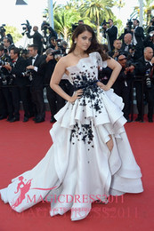 Aishwarya Rai Cannes 2019 Evening Dresses A-Line Strapless White and Black Appliques Puffy Skirt Floor-length Party Prom Formal Gowns