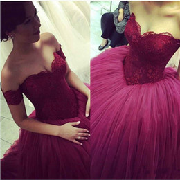 Red Sweetheart Off the Shoulder Ball Gown Prom Dresses Ruffles Lace Tulle Sweep Train Sexy Prom Gowns Custom Made Applique Quinceanera Dress