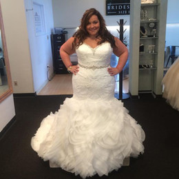 Elegant Plus Size Wedding Dresses Mermaid Trumpet Bridal Gowns Crystals Beaded Sweetheart Neckline Strapless Lace Ruffled Skirt Curve