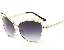 The new trend of ladies' sunglasses 8041 big European and American metal hollow cat eye sunglasses sunglasses personality