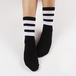 2016 футбол одежда Оптовая Новые женщины спортивные носки Harajuku стиль одежды Американский скейтборд баскетбол футбол носок бесплатная доставка дешево футбол одежда
