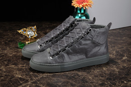 Wholesale Luxury Design Kanye West Shoes Hombre Fashion Shoes Casual Lace Up Comfort Trainer Supperstar High Top Flat Men Shoes