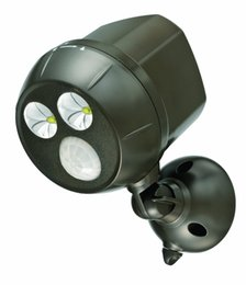 Wholesale New Arrival LED Motion Sensor Light Lumens Batteries Powered Wireless Outdoor Spotlight Super Bright with large LEDs