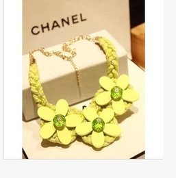 2016 Hot New Fashion Sweet Fress Yellow Pink Daisy Flower Necklace Short Sweater Necklaces Charms Jewelry for women
