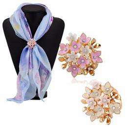 2017 mejores bufandas de moda Mejor Titular de la bufanda de la joyería 1PC reparto nuevo de la manera tricíclicos flores de cristal diamantes de imitación de la bufanda hebilla de broche barato mejores bufandas de moda