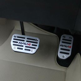 Wholesale 2pcs set Pedals for Toyota RAV4 Aluminum Plate Auto Gas Pedal Clutch Brake Pedal Accelerator Pedal AT Car Styling Accessories
