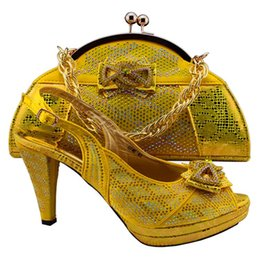 Latest design african lady high heel shoes with hand bag in noble yellow color !GF-46
