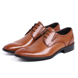 Promotion mens chaussures marron confortables Mode marron / noir oxfords chaussures chaussures habillées pour hommes chaussures d'affaires en cuir véritable pointé chaussures de mariage hommes chaussures confortables