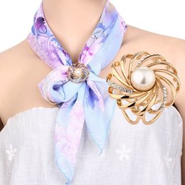 New Fashion Tricyclic Rhinestone Imitation Pearl Scarf Buckle Brooch Holder Gold Scarf Jewelry Gift Lots 10 Pcs