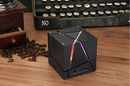 Wholesale Cool Magic Cube BLUETOOTH SPEAKER Subwoofer Qone7 Wireless Portable Subwoofer With Colorful LED Lights For Iphone Android