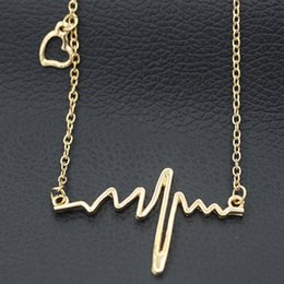 Pendant Necklace Women Simple Wave Heart Necklace Chic ECG Heartbeat Gold Plated Lightning Necklace Jewelry Accessories Chain Necklaces