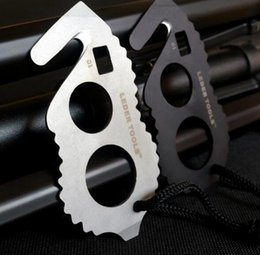 Wholesale E EDC Two finger cutting rope knives multifunctional combination tool Car Seat Belt Cutter Rope Tape Strike head self defense tool