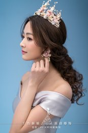 Wholesale Luxurious Crown Women Crystal Floral Tiara Pearl Jewelry Golden Bridal Crown Hair Wear Wedding Photography Accessories Aide