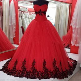 New Arrival Gothic Wedding Dresses Puffy Ball Gown Red and Black Lace Appliques Soft Tulle Bridal Gowns Custom Made Party Wear