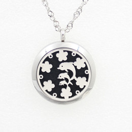 Wholesale 20 mm Round Silver Magnetic Hollow Dolphin Aromatherapy Lockets Stainless Steel Essential Oil Diffuser Jewelry Perfume Locket Pad Pe