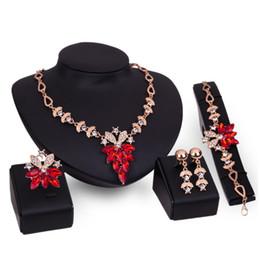 Mariage met en vente à vendre-Vente chaude femme mariage accessoire de luxe diamant cristal collier boucle d'oreille bracelet anneau 4 pcs fleur ensemble de bijoux en or