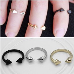 Wholesale 2016 Chic Spike Rivet Through Knuckle Armour Finger Ring Punk Gothic Rock Colors Gift for women girl