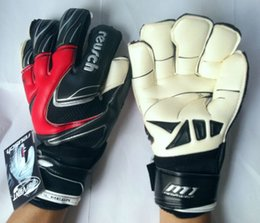 Wholesale 2016 New Professional Sports Gloves Keeper Size Thickened Latex Soccer football Goalkeeper Gloves