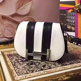 Wholesale 2016Mini shell bag leather bag fashion bag high quality metal parts absolute luxury is a woman s love