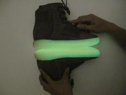 Acheter en ligne Lumières bottes-Produits de qualité Lumières Grays Gums with Glow Les fonds sombres Chaussures Kanye West Chaussures nouvelles Sneakers 750 Boost Men Sports Bottes décontractées Plus récentes