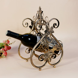 Promotion supports métalliques pour le verre Continental fer Wine Rack affichage créatif de la bouteille de vin rack statif Détenteurs produits de fil métallique décoratif Glass Bar décoratifs
