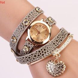 Compra Online Cuero reloj pulsera corazón-Corea del reloj de mujer Relojes Leopard cuero banda pulsera reloj de pulsera Relojes de cuarzo Relojes de cristal corazón reloj casual Studs SV015142