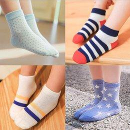Promotion garçons chaussettes d'été 2016 Enfants Chaussettes Vente en gros Beaucoup de nouvelles conceptions été mince en coton rayé Girls Boys chaussettes Mesh Mesh