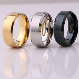 Bague de fiançailles en titane or en Ligne-Bijoux Fashion 8MM en acier inoxydable Anneau Band Titanium Silver Black Gold Hommes Taille 7 à 12 mariage Anneaux de fiançailles