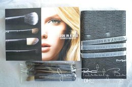 Wholesale DropShip Look in A Box M Advanced Brush Kit Basic Brush Kit With Travel Bag Limited Edition Stock