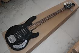 El envío libre de calidad superior del hombre de la música StingRay 4 cuerda la guitarra baja eléctrica negra con la batería activa 0401 de las recolecciones 9V desde hombre de raya de música proveedores