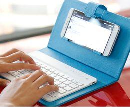 Caso de cuero del teclado del iphone en Línea-Ultra Slim Teclado inalámbrico universal Bluetooth para teléfono móvil Funda de cuero portátil para iPhone 4S 5 5S SE 6 6S Plus