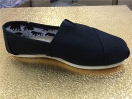 2017 hombres zapatos nuevos estilos Las nuevas mujeres y los zapatos de lona de los hombres del estilo calzan los zapatos de lona sólidos ocasionales de los holgazanes simples simples del ocio caliente de la venta Más tamaño presupuesto hombres zapatos nuevos estilos