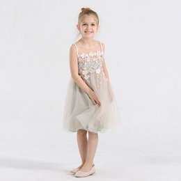 In 2016 summer new children's clothing stereo flower girl dress princess dress sleeveless vest skirt gauze veil