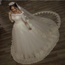2019 Ball Gown Wedding Dresses with Long Sleeves Ivory Full Off the Shoulder Beaded Lace Appliques High Quality Vintage Bridal Gowns