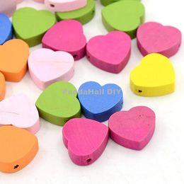 Promotion trous bois Gros-50pcs mixte couleur Coeur Perles en bois Nice Bijoux Journée des enfants Faire Lead 18x18x6mm Dyed gratuit, trou: 2mm