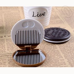 Wholesale LJJM213 Round Chocolate Cookie Shaped Makeup Letter Mirror Comb Lady Women Home Office Makeup Schokolade Cookie Fold Coffee Mirror